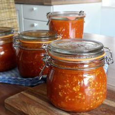 Bolognese Sauce einkochen und haltbar machen Gnocchi, Chutney, Preserves, Vegan Vegetarian, Salsa, Vegan Recipes, Food And Drink, Jar, Canning