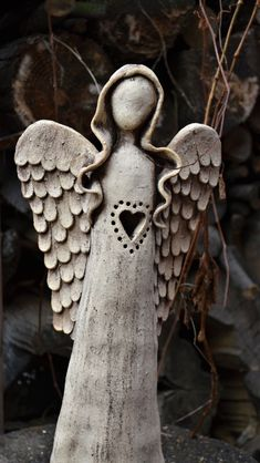 Clay angel with heart shape Ceramics Projects, Clay Projects, Clay Crafts, Paper Clay, Clay Art, Ceramic Clay, Ceramic Pottery, Pottery Angels, Clay Angel