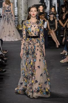 Elie Saab Showed Mommy and Me Couture Gowns on the Runway Elie Saab Couture, Couture Mode, Style Couture, Couture Fashion, Catwalk Fashion, Fashion Show, Casual Chic, Haute Couture Looks, Elie Saab Fall