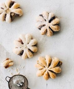 Lumihiutaletortut | Meillä kotona Christmas Treats, Christmas Baking, Baking Recipes, Cookie Recipes, Keks Dessert, Finnish Recipes, A Food, Food And Drink, Mousse