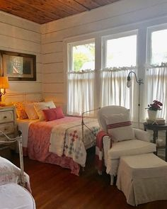 Vintage Bedroom 40 Quality Attic Bedroom with Wall of Skylights Cozy Bedroom, Home Decor Bedroom, Cottage Bedrooms, Modern Bedroom, Bedroom Ideas, Attic Bedrooms, Cottage Shabby Chic, Cottage Style Baths, French Country Bedrooms