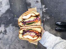 Pour qui ? Les amateurs de street-foodnippone. Plat culte ? Les sando, ces sandwich faits à partir de pain de miejaponais maison.Au pays du Soleil-Levant, l Sandwiches, Street Food, Restaurant, Rising Sun, Sunrise, Tin Loaf, Japanese Cuisine, Worship, Sweet Recipes