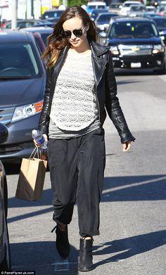 2082e9f4c7c36 Olivia Wilde Pregnancy Fashion, Maternity Fashion, Maternity Style, Top  Celebrities, Olivia Wilde