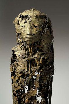 http://serrurierconflanssaintehonorine.lartisanpascher.com #serrurier #conflans Sainte Honorine #sculpture Jeanne Bouchart - Strix - 165 cm - Bronze