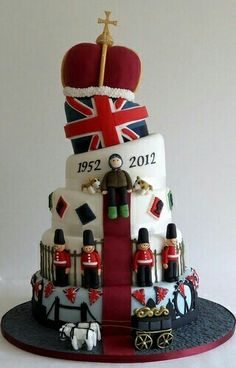 Queens Diamond Jubilee - if I were born in 1952 (which I was), does that make 2012 my diamond birthday? 90th Birthday Cakes, Queen 90th Birthday, Birthday Parties, Crazy Cakes, Fancy Cakes, Union Jack, Fondant Cakes, Cupcake Cakes, London Cake