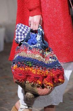Daniela Gregis at Milan Fashion Week Spring 2016 - Details Runway Photos Bag Crochet, Freeform Crochet, Crochet Purses, Wooly Bully, Art Bag, Craft Bags, Knitted Bags, Beautiful Bags, Handmade Bags