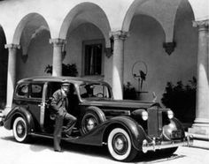 Silent film actor and comedian Harold Lloyd at his Beverly Hills Home Greenacres with his car, a 1935 Packard Hollywood Homes, Old Hollywood Glamour, Golden Age Of Hollywood, Vintage Hollywood, Hollywood Stars, Classic Hollywood, Rudolph Valentino, Movie Place, Harold Lloyd