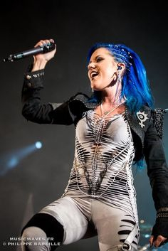 Arch Enemy - Alissa White-Gluz On the Altar Stage Hellfest Open Air - edition Clisson, France Heavy Metal Girl, Alissa White, Arch Enemy, Female Guitarist, Music Photo, Black Metal, Rock And Roll, My Girl, Beautiful Women