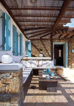 Now, THAT's what the veranda of a beach house should look like. House of Turquoise: Mykonos Panormos Villas Outdoor Rooms, Outdoor Living, Outdoor Decor, Outdoor Seating, Rustic Outdoor, Outdoor Lounge, Outdoor Areas, Indoor Outdoor, Villa Design