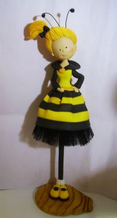 Little Bee Girl, fimo, Cute Polymer Clay, Polymer Clay Dolls, Bee Cakes, Wedding Topper, Fondant Figures, Pasta Flexible, Cold Porcelain, Birthday Decorations, Cake Toppers