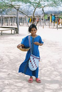 A little girl in La Guajira, Colombia. Colombian People, Colombian Culture, Famous Colombians, Colombia Country, Visit Colombia, World Thinking Day, Boho Bags, World Of Color, Boho Fashion