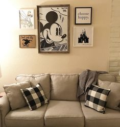 Disney Diy, Casa Disney, Deco Disney, Disney Home Decor, Disney Bedrooms, Dream Rooms, Home Living Room, Decor Interior Design, Home Crafts