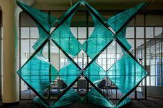 Архитектурно-строительная инсталляция Tectonics of Transparency — паралельная действительность от Cristina Parreño Architecture, Бостон, США