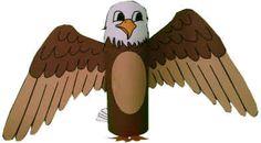 Manualidad el águila calva con rollo de papel higiénico