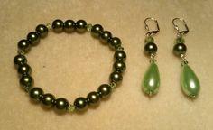 Green pearls & crystals stretch bracelet & dangle earrings