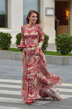 Paula Echevarria Elegant Dresses, Casual Dresses For Women, Beautiful Dresses, Nice Dresses, Modest Fashion, Girl Fashion, Mode Simple, Wedding Guest Style, Maxi Robes