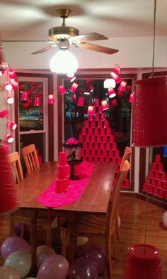 red solo cup party red solo cups on a string of christmas lights. cut/poke a hole in bottom of cup and push light through Red Cup Party, Party Cups, Redneck Birthday, Redneck Party, 21st Birthday, 21 Party, Party Time, Winter Party Themes, Christmas Party Decorations