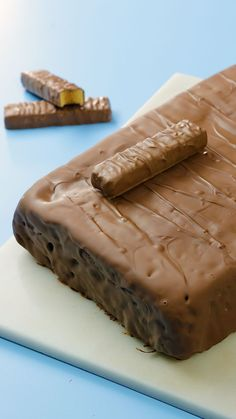 A Crunchie bar turned into a cake Your favourite chocolate bar just got a GIANT makeover. Candy Recipes, Sweet Recipes, Baking Recipes, Dessert Recipes, Crunchie Recipes, Crunchie Bar, Delicious Desserts, Yummy Food, Sweet Desserts