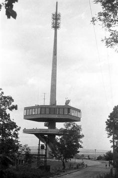 Avas-tető, TV torony és kilátó. 1964 Old Pictures, Historical Photos, Cn Tower, Hungary, The Past, Marvel, Building, Nature, Tv