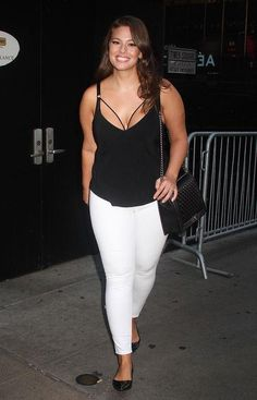 Ashley Graham is speaking out about why her body (and its gorgeous curves) should encourage all women to embrace their bodies. Come hear what she has to say and check out her great style, including her combo of white skinny jeans and black tank top.