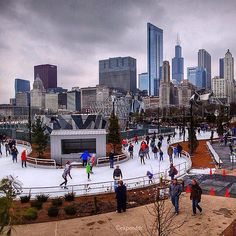The new ice ribbon at Chicago's Maggie Daley Park has proven to be a big hit. Thanks to for sharing this great capture! ❄️❄️❄️ Share your for a chance to be featured. Moving To Chicago, Chicago Travel, Chicago City, Chicago Style, Chicago Illinois, Milwaukee City, Chicago Trip, Chicago Christmas, Chicago Winter