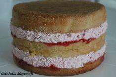 Mansikkatäyte: 4 dl kermaa 2 prk Valion makeaa mansikkarahkaa 4 dl mansikkasosetta (ota 6 rkl sivuun) 2 tl vaniljasokeria 1 dl vaniljak...