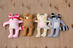 I've been looking for a fun excuse to get out the sewing machine. I have some little ones in my life who would love these.
