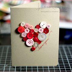 Kaart met knoopjes in de vorm van een hartje.