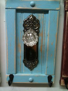 Old Door Knobs Do a knob, a picture frame and a chalk board on old ...