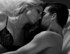 """Una manera de conectar con tu pareja, sin hablar """"El sexo es una parte vital del matrimonio. Crea unión en las parejas de una manera que no lo hacen otras cosas. Lo que quiero decir es que promueve la convivencia, acurrucándose y (dándose) caricias, y es una manera de conectarse sin palabras"""""""