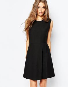 Sportmax+Code+Sleeveless+Dress+in+Black+With+Pleat+Detail