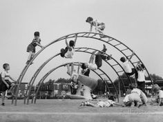 """Jungle gym on the school playground! - In the south , we called them """"monkey bars"""", - Old Photos, Vintage Photos, Nostalgia, Jungle Gym, Vintage School, Vintage Kids, My Childhood Memories, 1970s Childhood, Parcs"""