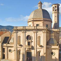 Iglesia de San Mauro y San Francisco un templo reedificado a partir del año 1948 según proyecto del ingeniero César Cort Botí de línea clasicista. #Alcoy #Alcoi #Iglesias