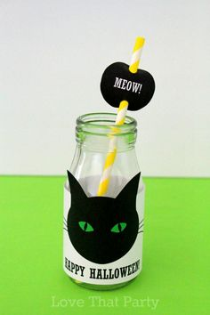 Make these easy black cat Halloween party drink bottles. By Love That Party. www.lovethatparty.com.au