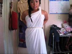 don't want to go out and buy a costume for halloween? go ahead and use an old bedsheet or fabric big enough to wrap around yourself. quick, fast, easy, and cute! hope you enjoy :) greek goddess tutorial with sewing: for a medusa costume Toga Costume Diy, Diy Toga, Diy Medusa Costume, Cleopatra Costume, Costume Ideas, Toga Dress, Dress Up, Goddess Halloween, Diy Greek Goddess Costume
