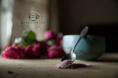 Sugar defines the never ending beauty of women. Surely. But have you ever taste this beauty? Try it and you will be amazed which flavours can be hidden in a spoon of our self made sugar of rose 🌹 #kräuter, #mood, #tea, #tee, #kräuterpoesie