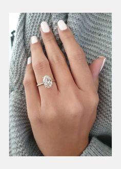 Beautiful Diamond Rings, Diamond Solitaire Rings, Oval Diamond, Oval Solitaire Engagement Ring, Oval Shaped Engagement Rings, Dream Engagement Rings, Engagement Rings White Gold, Halo Engagement, Ring Verlobung