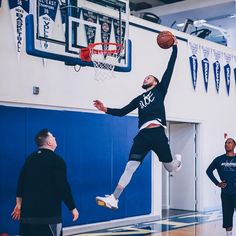The grind never stops. 2 days until the Western Conference Finals. Warriors Basketball Team, Curry Basketball, Basketball Court Layout, Basketball Rules, New York From Above, Curry Wallpaper, Wardell Stephen Curry, Stephen Curry Pictures, Basket Sport