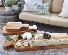 DIY cutting boards - salvaged wood, jigsaw, food safe mineral oil. Gorgeous and what a great gift idea.