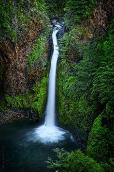 Cascada del Rio Bonito - Villa La Angostura (Argentina) by Julian Larralde, via Flickr