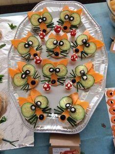 Garnish simple cucumber flowers – party food id – Food Carving Ideas Einfache Gurkenblüten garnieren – party food idea's – Garnish simple cucumber flowers – party food idea's – … Bug Snacks, Snacks Für Party, School Snacks, Healthy Snacks, Holiday Snacks, Cute Food, Yummy Food, Veggie Quinoa Bowl, Food Art For Kids