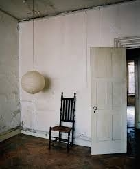 'Saul Leiter' by François Halard - Two years after the New York School photographer Saul Leiter died, François - The New York Times Saul Leiter, Flats In New York, School Photographer, New York School, Corner Chair, East Village, Modern Armchair, Jolie Photo, Vintage Chairs