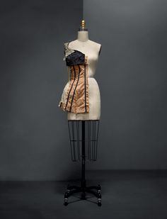 Charles James (American, born Great Britain, 1906–1978). Muslin, ca. 1950. Machine–sewn gold silk faille, hand–marked with grain lines, hand–sewn and –pinned white cotton muslin, quilted black silk plain weave and haircloth, machine–sewn black cotton casings. Photo © Nicholas Alan Cope. #ManusxMachina #CostumeInstitute