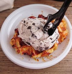 I would rake a Caramelised Waffle with Oreo Ice-cream at any time of the day! Oreo Ice Cream, Foodie Travel, Solo Travel, Backpacking, Waffles, Caramel, Travelling, Wanderlust, Breakfast
