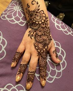 50 Most beautiful Los Angeles Mehndi Design (Los Angeles Henna Design) that you can apply on your Beautiful Hands and Body in daily life. Cute Henna Designs, Modern Henna Designs, Full Mehndi Designs, Mehndi Desing, Latest Henna Designs, Simple Arabic Mehndi Designs, Beginner Henna Designs, Mehndi Design Images, Dulhan Mehndi Designs