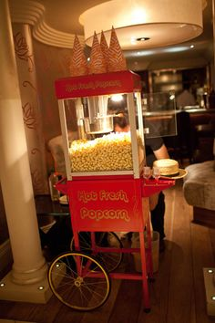 Don't forget to bring in the popcorn machine for that extra touch to your Old Hollywood wedding