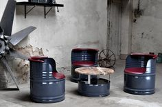 -Sitzgruppe aus 200 l Neu Fässer   - Fass - Pulverbeschichtung in    Farbe Ihrer Wahl  - Kunstleder - nach Wahl  - Tischplatte - nach Wahl 70 cm Durchmesser  - hochwertiges Kunstleder  -...