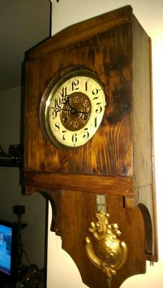 A beautiful clock. Here we have a Regulator Junghans 1911