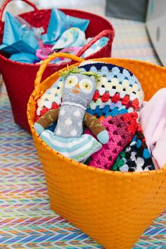 Colorful woven baskets instead of plastic laundry tubs