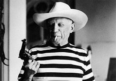 Picasso with revolver and hat of Gary Cooper, Cannes, 1958 . Photo by Rene Burri Pablo Picasso, Picasso Art, Cannes, Gary Cooper, Silly Photos, Rare Photos, Vintage Photographs, Vintage Photos, Georges Braque
